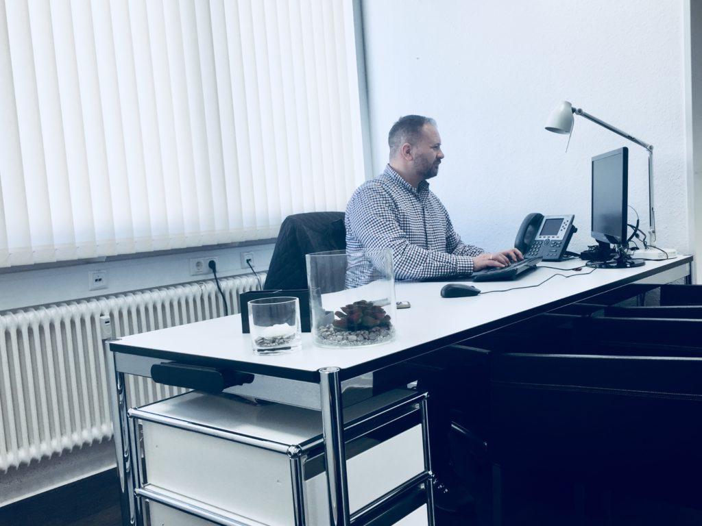 Tages Büro
